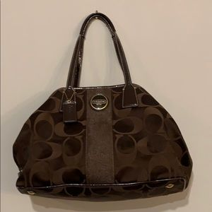 Coach shoulder bag in chocolate with brass detail